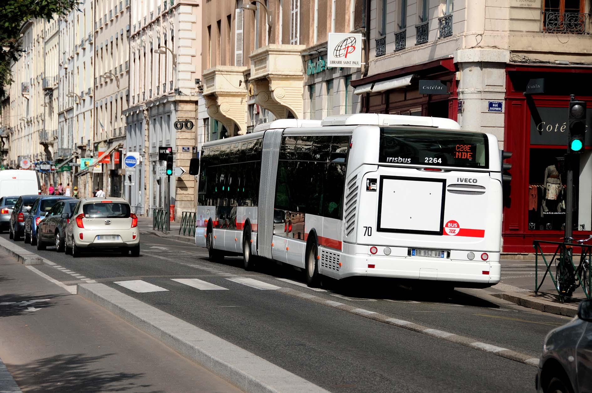 Accident bus scooter place bellecour Lyon 2e