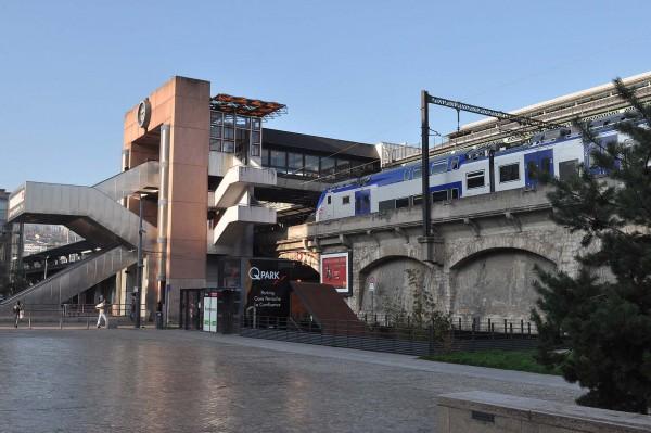Un TER en gare de Lyon Perrache